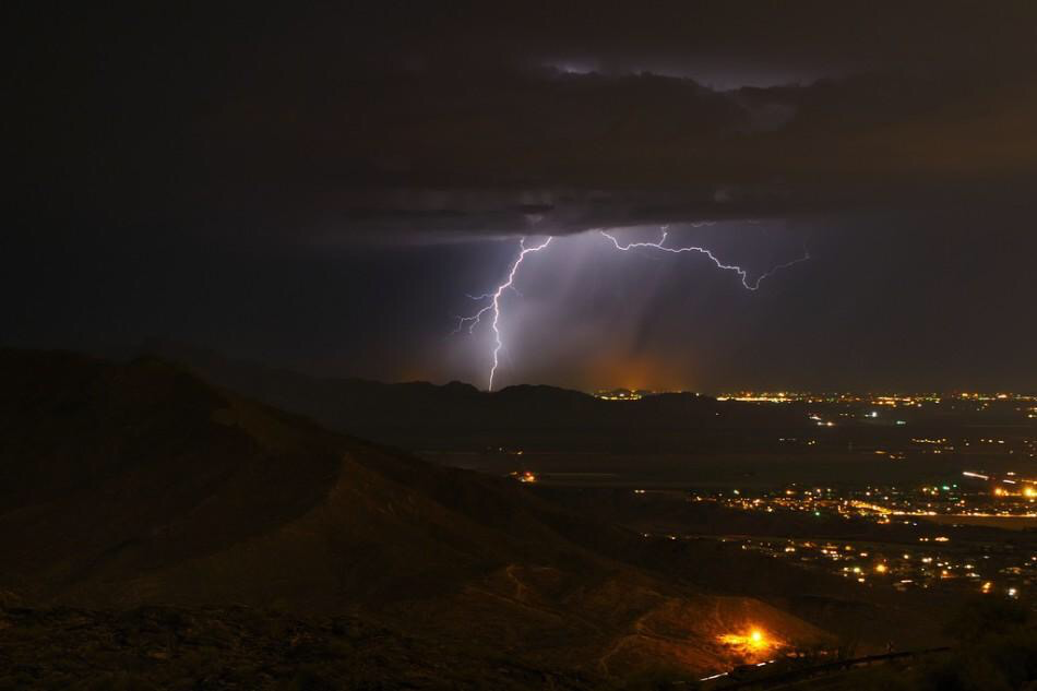 Understanding lightning strikes and thunder claps : lighting cloud - azcodes.com