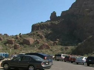 Camelback_Mountain_parking_lot_20100709172453_JPG