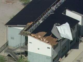 Buckeye_school_roof_damage_20110706091507_JPG