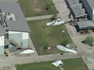 Buckeye_school_roof_damage_3_20110706091942_JPG