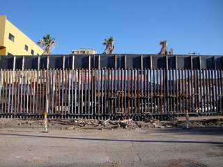 Border_fence_at_Nogales_20110906091022_JPG