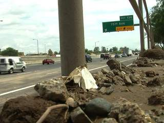 Freeway_mud_slide_20120824063859_JPG