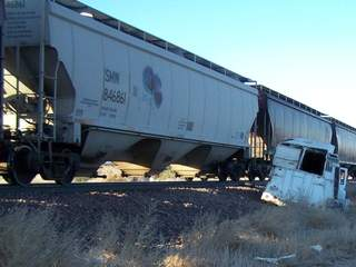KNXV_Paulden_train_vs_trailer_20121111181920_JPG