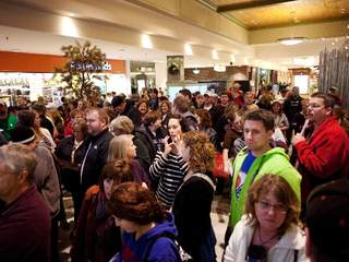 Black_Friday_shoppers_20121113061023_JPG