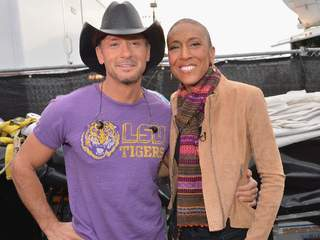 Robin_Roberts_with_Tim_McGraw_20130201082616_JPG
