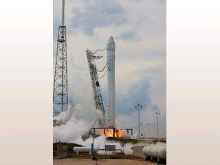 SpaceX_rocket_20130301084701_JPG