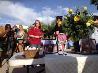 PHOENIX - Supporters of the man allegedly killed by Jodi Arias