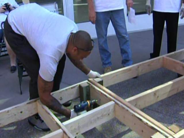 Suns 39 Players Build Ramps For Valley Families In Need