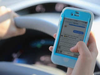 Survey: Teens should be wired less while driving
