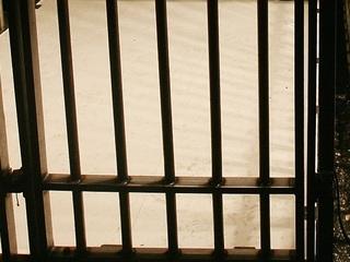 Inmates assist jail guard having heart attack