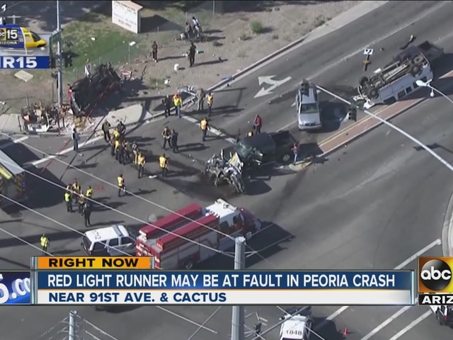 Red light runner may be at fault in Peoria crash