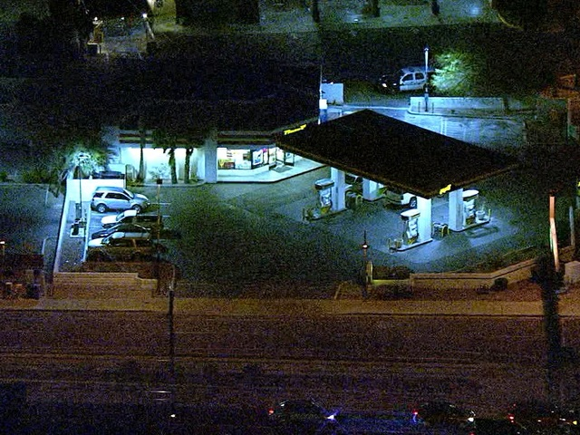 PD: Armed robber on the loose in Tempe