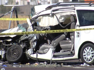PD: 2 adults, 6 kids involved in Phoenix crash