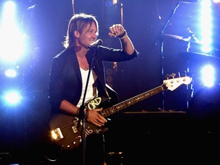 Keith Urban posts video thanking Phoenix PD