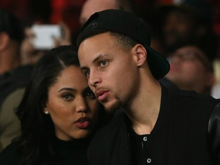 Curry's wife says father was racially profiled