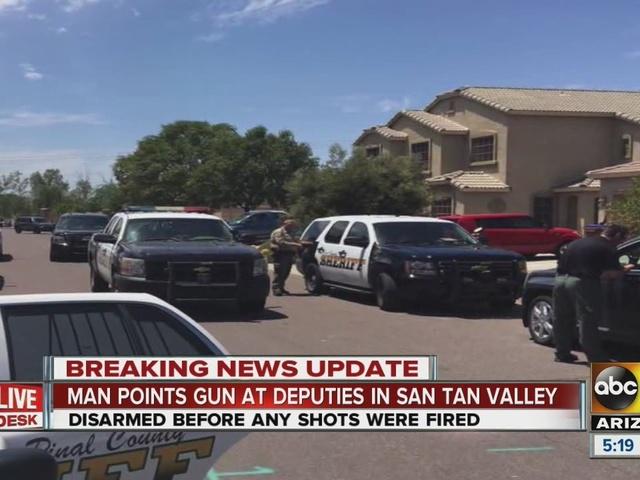 Man points gun at deputies in San Tan Valley