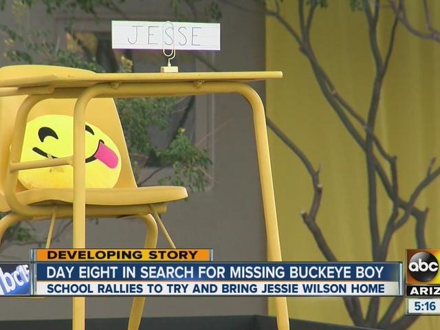 School rallies around missing Buckeye boy