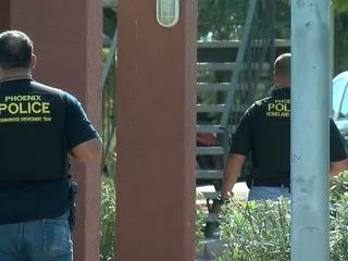 PD: Barricaded man found dead in PHX apartment