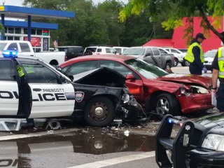 Minor injuries after crash involving Prescott PD