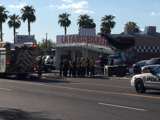 PD: Crash sends car into Glendale building
