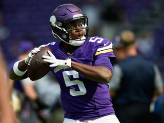 Vikings QB taken to hospital after injuring knee