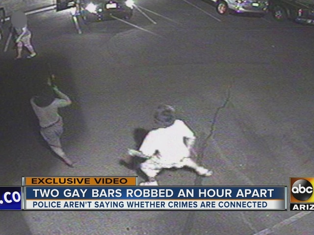 2 bars in Phoenix targeted by armed robbers – 11:20