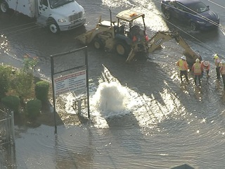 Busted fire hydrant in PHX floods nearby streets