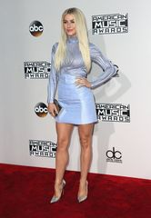 AMAs Red Carpet: See what the stars wore