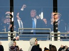 Trump greeted with cheers at Army-Navy game