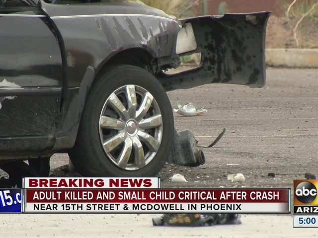 Man killed, child in critical condition after PHX car crash