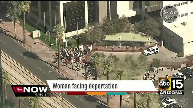 People Were Arrested After Protesters Blocked A Van From Deporting A Mother