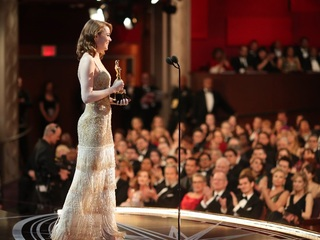 Yeah, Emma! Arizona native takes home an Oscar