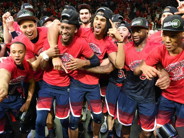 March Madness: Arizona easily handles North Dakota, 100-82