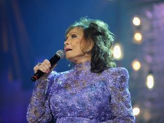 Loretta Lynn suffers stroke at Tennessee home