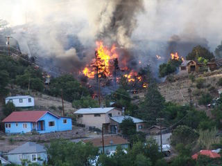 Fire spreads in Bisbee, 6 structures burned