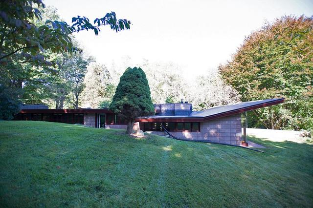 the usonian acres built in galesburg michigan scientists chose wright to design homes they could build 22 organic ranch style homes with ease on