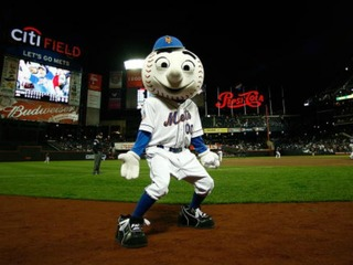 Mr. Met returns a day after flipping off fans