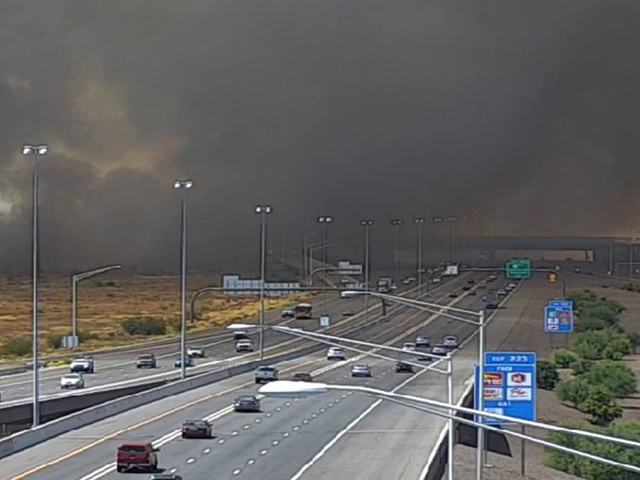 80-acre brush fire shuts down I-17, Loop 303