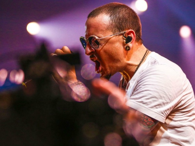 Watch Linkin Park And Friends Celebrate Chester Bennington At The Hollywood Bowl