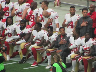 Wisconsin gov. asks NFL players to stop protests
