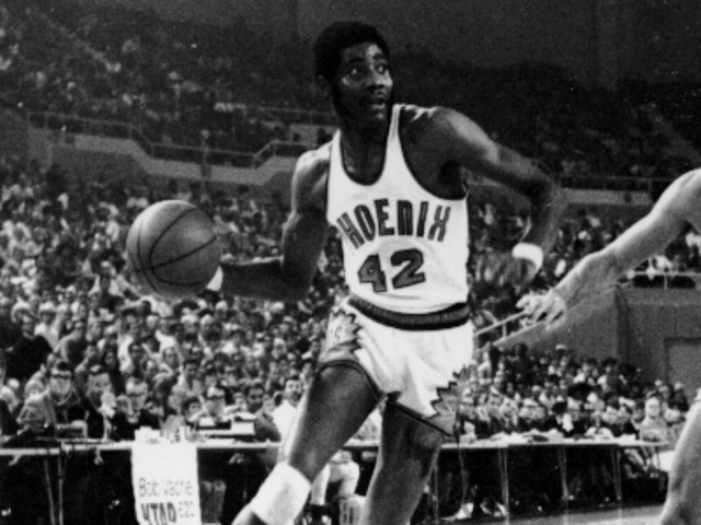 Dazzling basketball great Connie Hawkins dies at 75