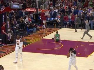 Celtics' Hayward suffers gruesome-looking injury