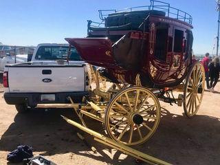 SFMD: 2 hurt in horse-drawn carriage crash in AJ