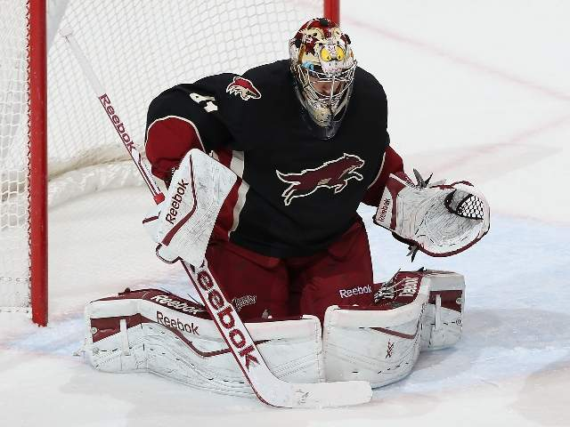 Phoenix_Coyotes_goalie_Mike_Smith_201311