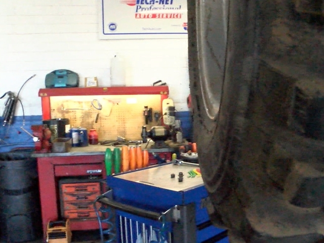 Do it yourself car repair shop can save you serious cash abc15 arizona abc15 solutioingenieria Image collections