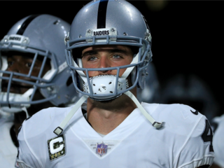 Raiders: Anthem dispute didn't lead to QB injury