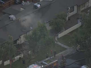 30 firefighters battle Phoenix apartment fire