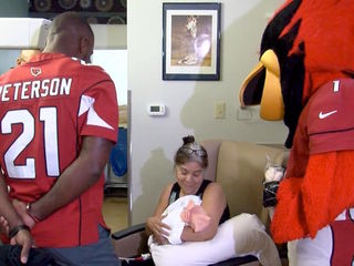 Cardinals superstar visits families in the NICU