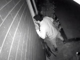 VIDEO: Scottsdale police looking for peeping Tom