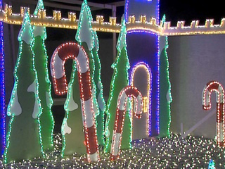 Goodyear man honors friend with XMAS display
